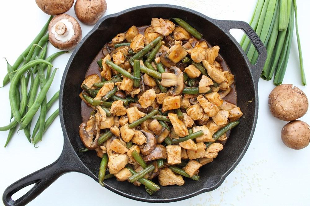 chicken-green-bean-mushroom-stir-fry-in-a-pan