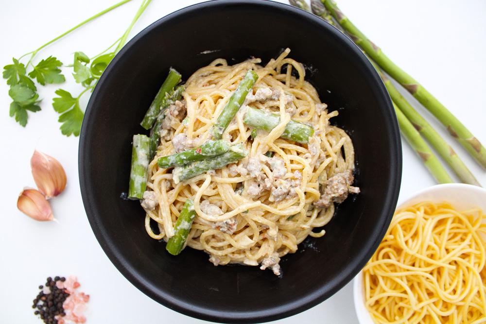 Creamy-Sausage-Asparagus-Pasta-in-bowl-header-image