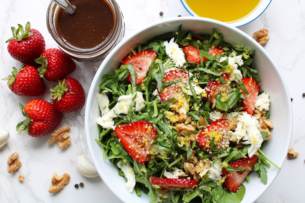 Recipe for strawberry salad in a bowl